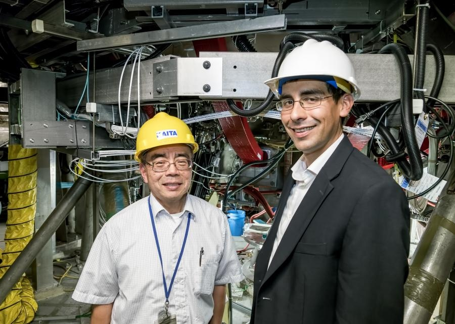 Lithium Deposited on Tokamaks Walls Affect the Performance of Lithium Tokamak Experiment