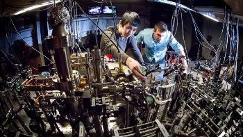 Scientists Achieve First-Ever Direct Observation of Chiral Currents in 2D Integer Quantum Hall System